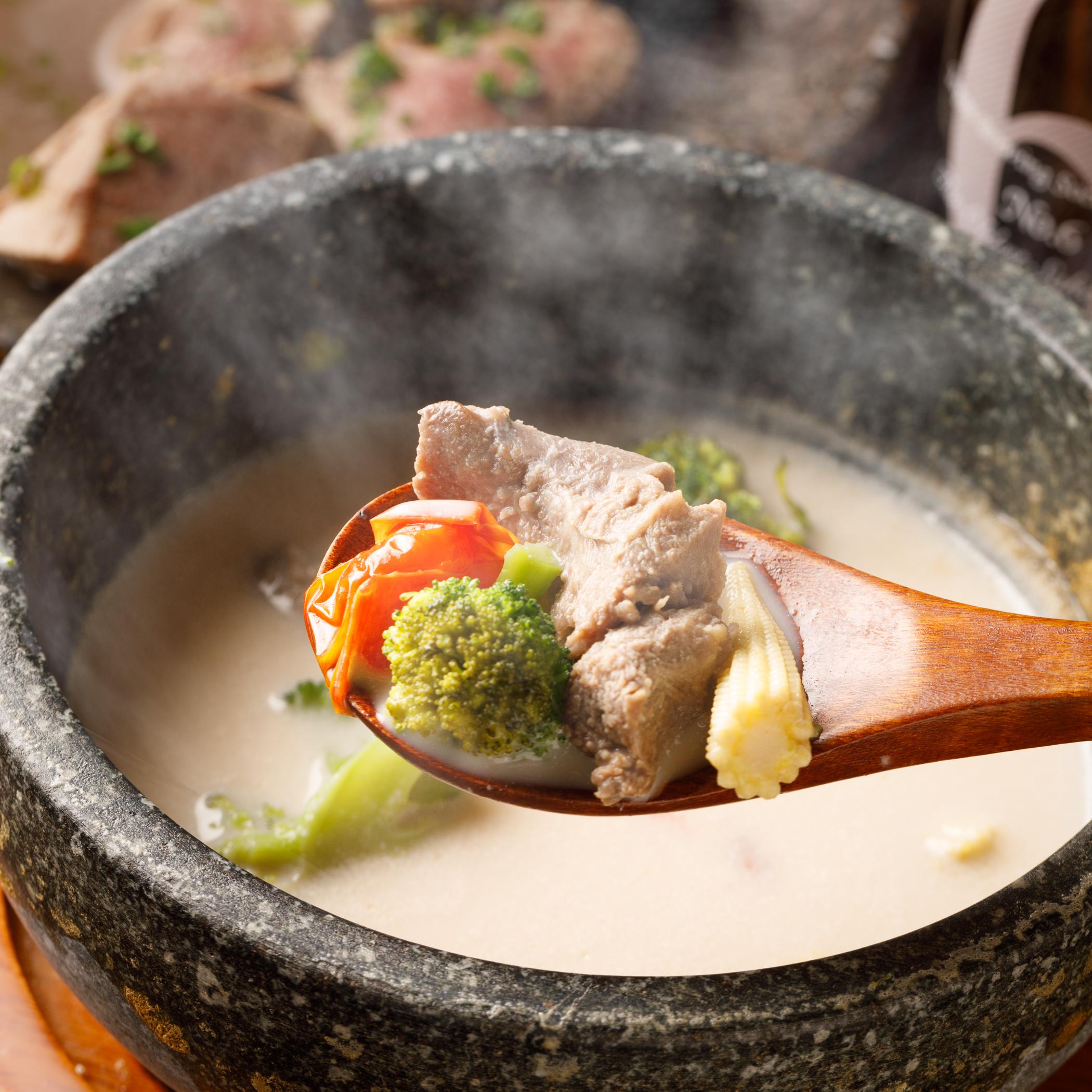 牛タンの熱々コムタンスープ